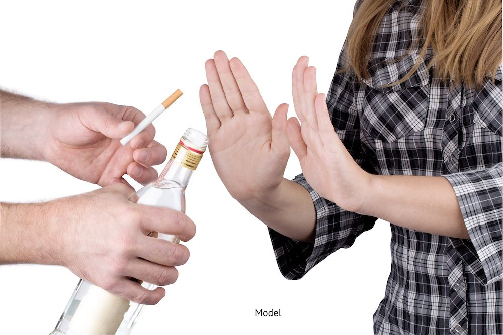 woman refusing smoking and alcohol before her surgery